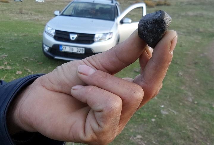 Gökten düşen taşla araba satın aldı
