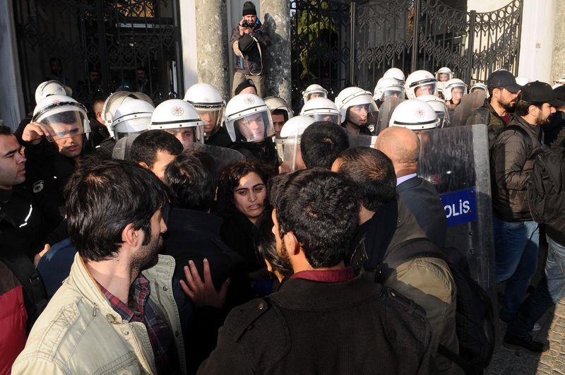 Sebahat Tuncel'e şok! Polis bir anda etrafını sardı