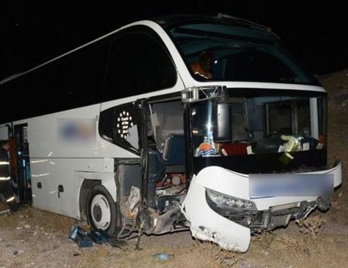 Çorum'da yolcu otobüsü devrildi
