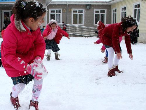 Okullar yarın tatil mi kar yağışı fena bastırdı