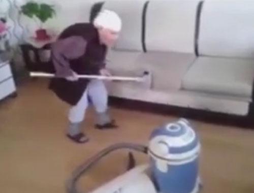 Yaşlı teyzenin temizlik videosu rekor kırdı!