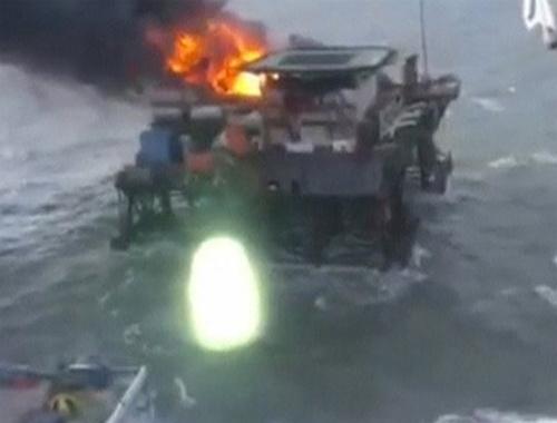 Petrol platformunda yangın: 32 ölü