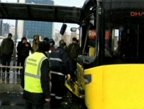 Metrobüs kaza yaptı: 5 yaralı