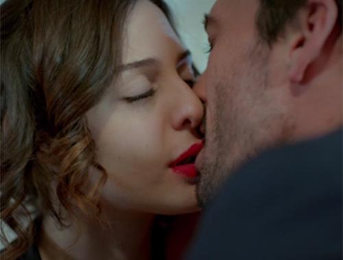 İlişki Durumu Karışık 25. bölüm - Final - Ayşegül, Murat'ın teklifini kabul etti