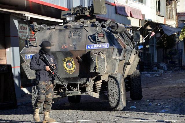 Diyarbakır Sur'da patlama çok sayıda polis yaralı
