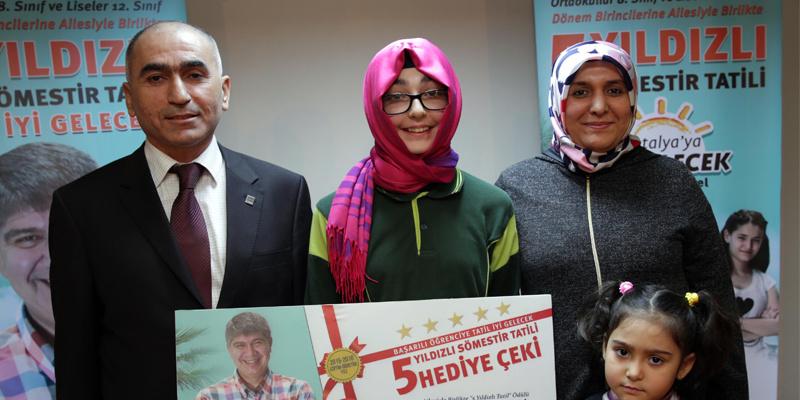Menderes Türel'den öğrencilere 5 yıldızlı hediye!
