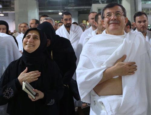 Davutoğlu ihrama girdi Kabe'de namaz kıldı