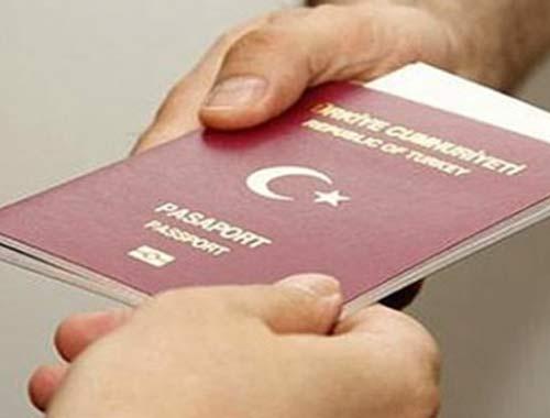 Pasaport harçları yarı yarıya indi!