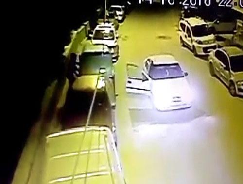 Keçirören'de akü hırsızları kameraya yakalandı