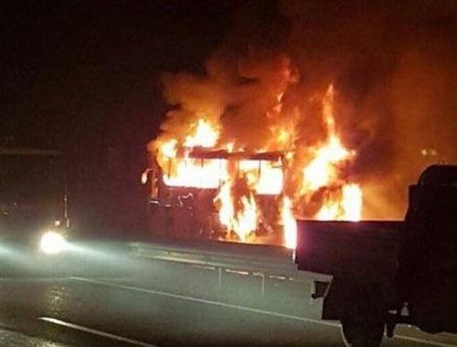 Yolcu otobüsü yandı facia ucuz atlatıldı