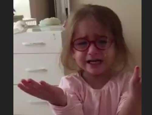 Büyümek istemeyen kız çocuğu gözyaşlarına boğuldu