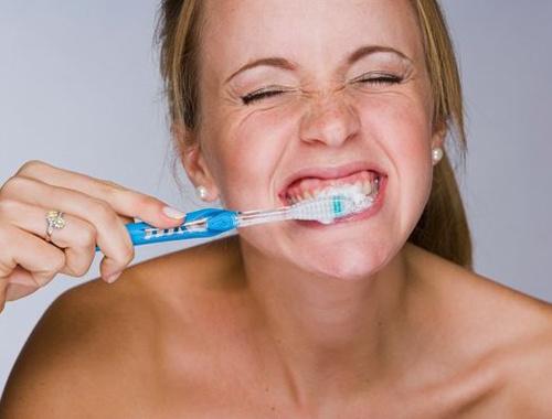Diş fırçalarken bunu yapmayın