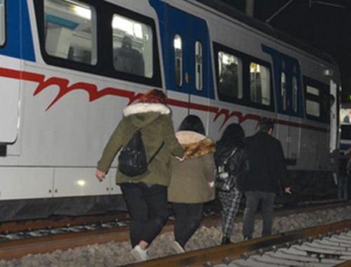 İZBAN treni bakım onarım işçisine çarptı!