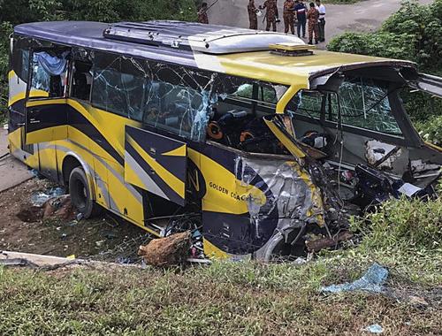 Katliam gibi kaza! Otobüs nehre düştü 14 ölü