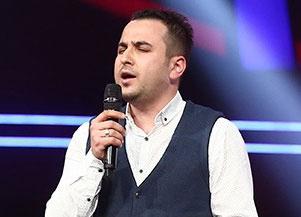 O Ses Türkiye'de polis memuru şehitler için türkü söyledi