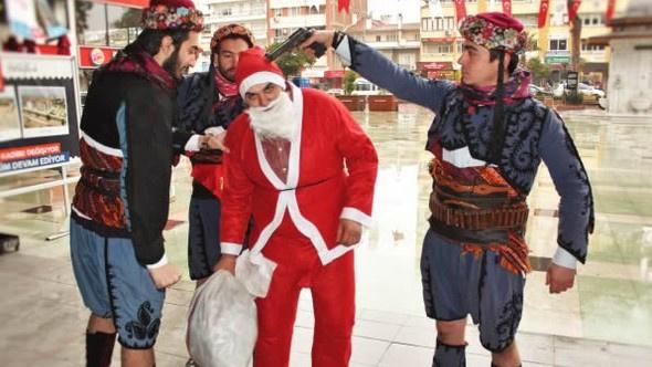Aydın'da Noel Baba'nın başına silah dayadılar!