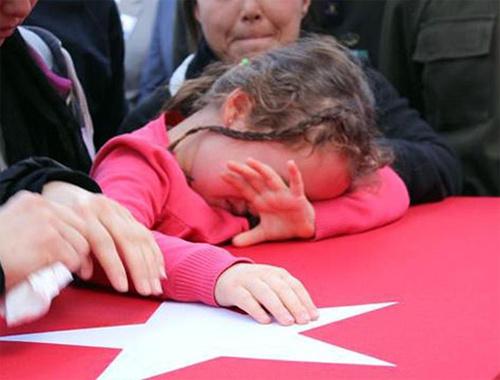 Polatlı'daki şehit cenazesinde ağlatan kare