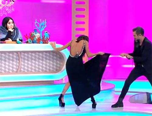 Hakan Akkaya yarışmacının elbisesini parçaladı!
