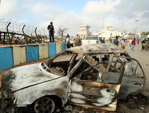 Somali'de bomba yüklü araç dehşeti!