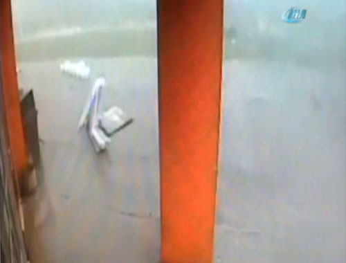 Kasırga dehşeti kamerada