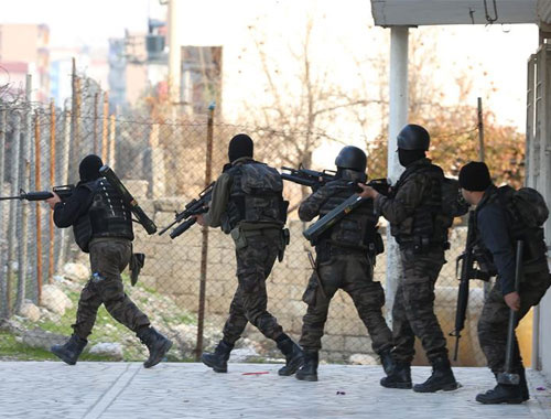Şanlıurfa Siverek'te patlama teröristler muhtarı öldürdü!