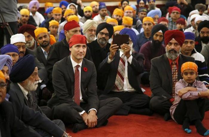 Kanada Başbakanından bakanlar kurulunda ilginç poz!