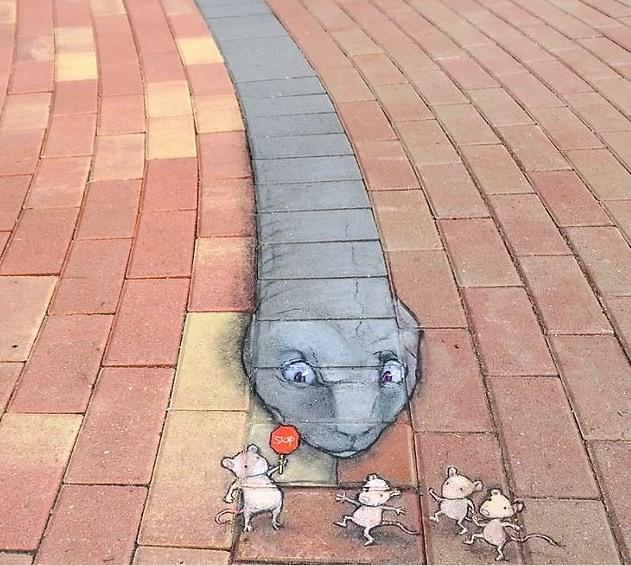Sokakları sanata çevirdi