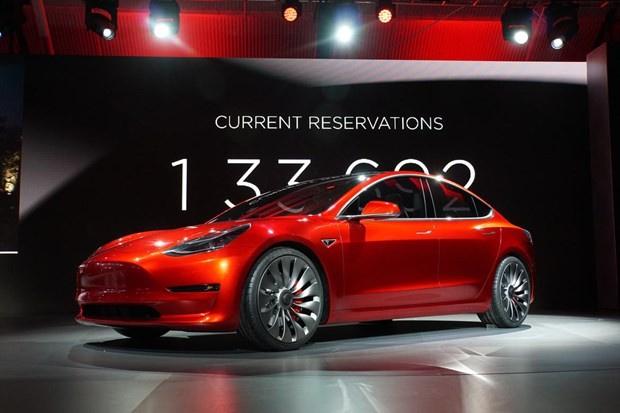 Tesla model 3'ü tanıttı otomobil peynir ekmek gibi satıldı - Sayfa 1