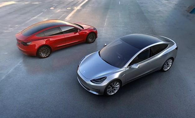 Tesla'nın beklenen otomobili çıktı! - Sayfa 1