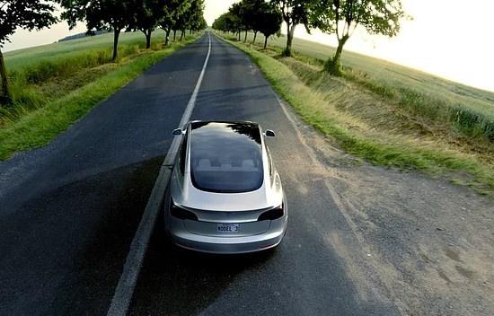 Tesla'nın beklenen otomobili çıktı! - Sayfa 4