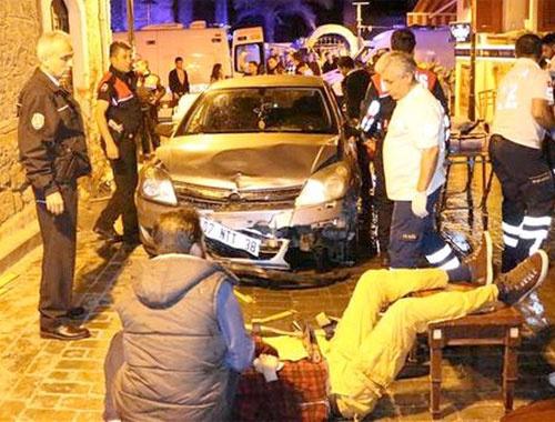 Alkollü sürücü Antalya Kaleiçi'nde dehşet saçtı
