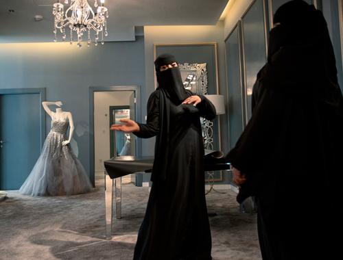 Suudi kadınlara çalışma izni geldi