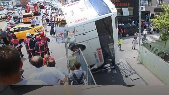 İstanbul'da  korkunç kaza! Yaralılar var