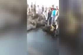 Darbe videoları Boğaziçi Köprüsü'nde teslim olan askerler