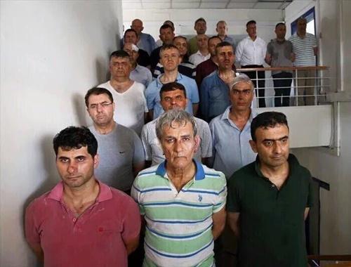 Cumhurbaşkanlığı muhafız alayında silahlanmışlar