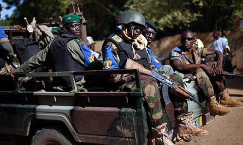 Askeri üsse bombalı saldırı! 33 kişi öldü
