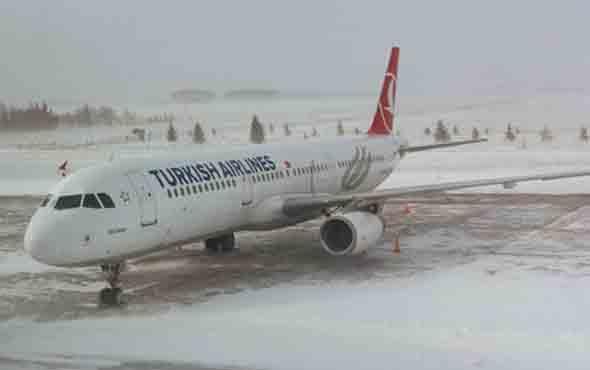 Kar nedeniyle Atatürk Havalimanı'nda uçuşlar azaltıldı