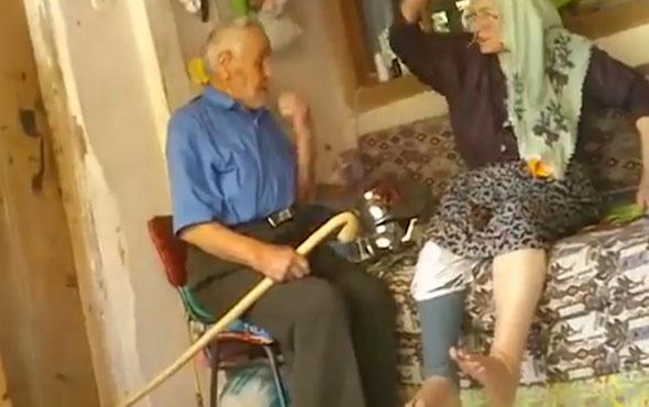 Berbere gitmeden önce saç yıkamayı tartışan dünya tatlısı yaşlı çift