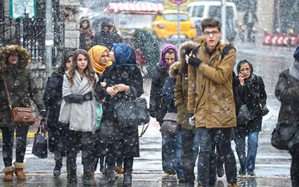İstanbul'da akşam saatlerinde kar etkili oluyor