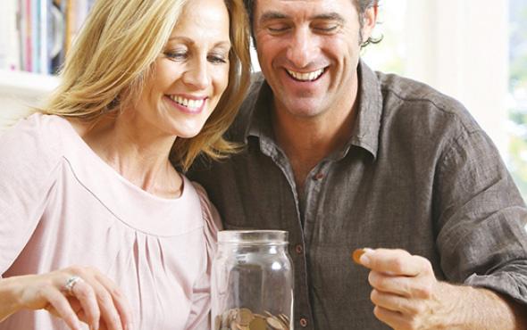 Evli çiftler paralarını nasıl yönetmeli?