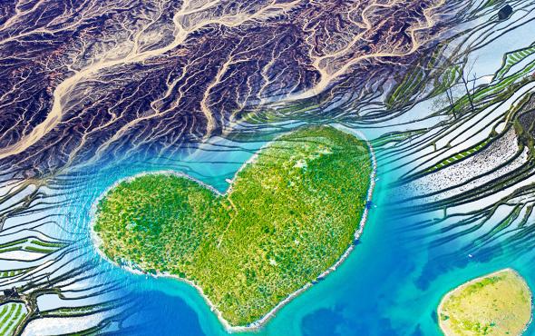 Dünyayı daha önce bu gözle görmediniz! Kalp şeklinde