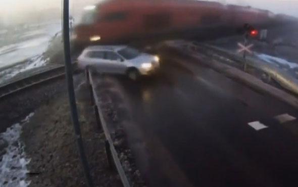 Dikkatsiz sürücü tren faciasına davet çıkardı