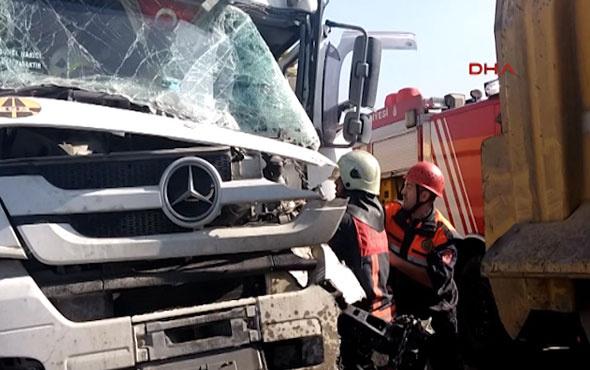 Okmeydanı'nda iki hafriyat kamyonu çarpıştı