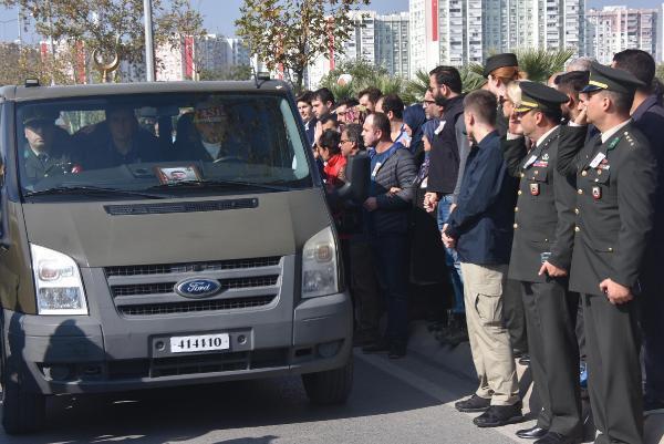 Selde şehit olan Topçu Onbaşı Parhan, İzmir'den gözyaşlarıyla uğurlandı