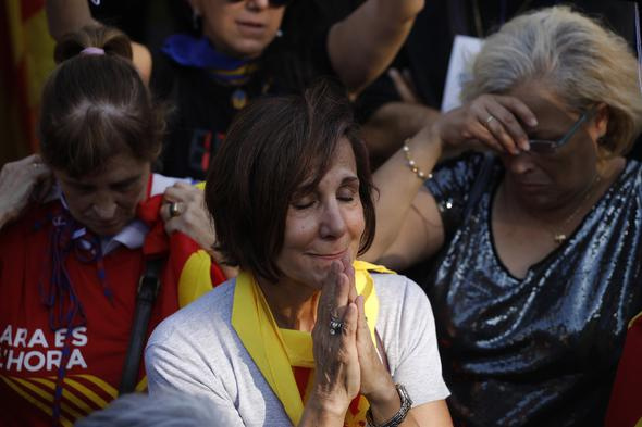 Katalonya bağımsızlığın ilanını kutluyor! Sokaklarda coşku...