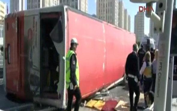 İstanbul Bahçeşehir'de halk otobüsü devrildi