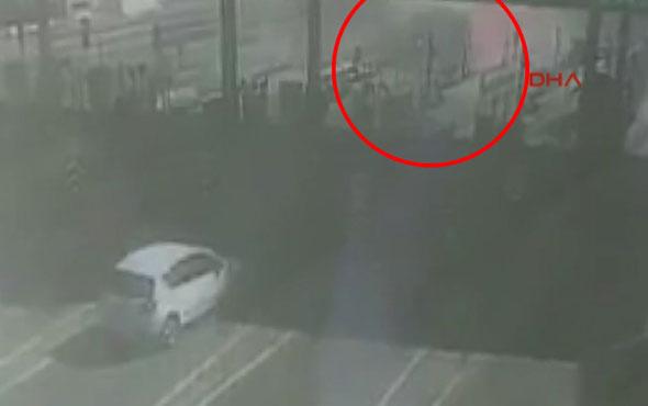 İki katlı özel halk otobüsünün kaza anı kamerada