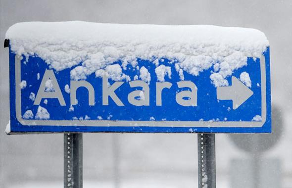 Ankara'da hava sürprizi! Yılın ilk kar yağışı Ankara'da başladı