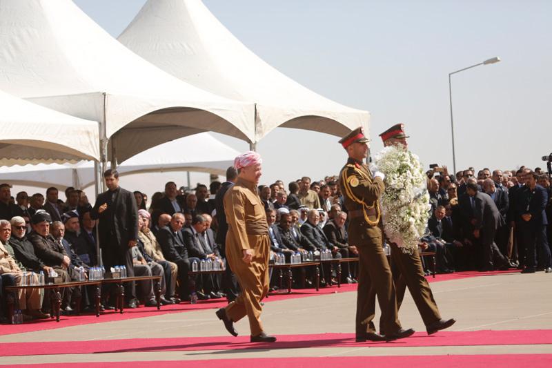 Talabani'nin cenazesinde Barzani böyle görüntülendi