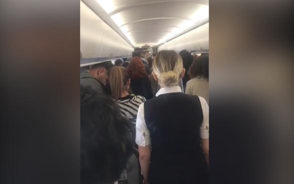 Gökyüzünde pilottan yolculara 09.05 sürprizi! Hep birlikte...